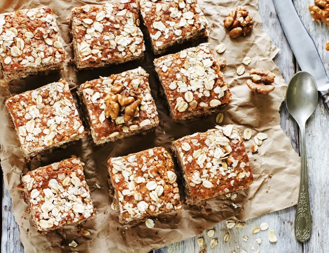 oatmeal cake with dates and walnuts
