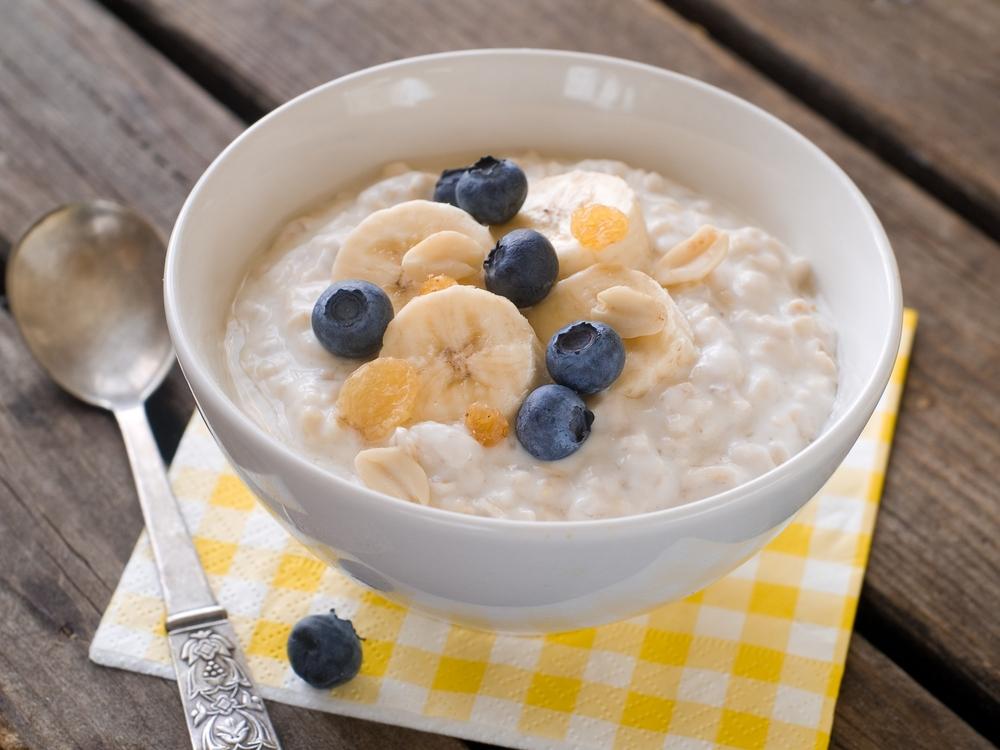Ovesná kaše, borůvky, snídaně, zdraví, mléko