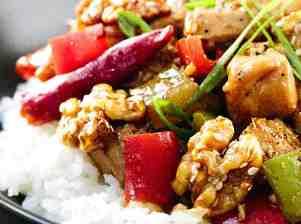 Rýže s kuřetem a vlašskými ořechy