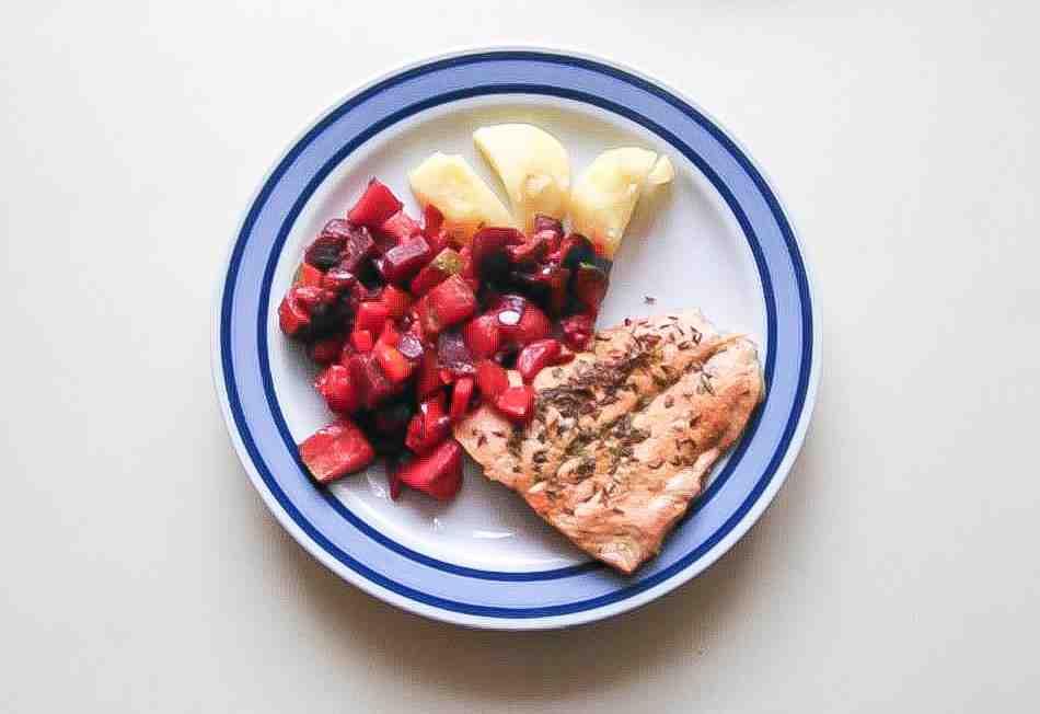 salat z cervene repy k masu - kopie