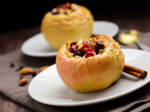 Zapečená jablka s brusinkami