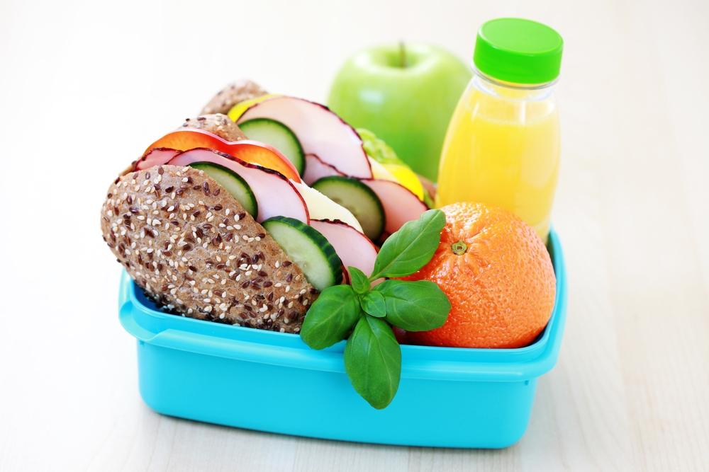 Krabička, dózy, svačina, toast, chléb pečivo, zelenina, zdraví, nápoj, pití, džus