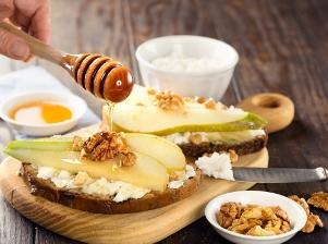 Hermelínovo-hruškový chlebíček s ořechy