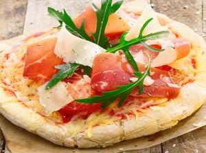 Sýrové mini pizzy s prosciuttem a rukolou
