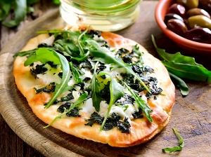 Špenátové mini pizzy se sýrem feta a špenátem