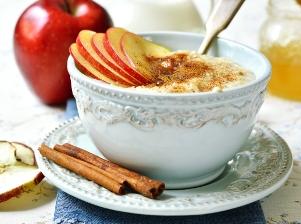 Rýžová kaše s jablky, hruškou a skořicí