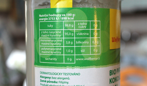 Kokosový olej - nasycené mastné kyseliny jsou obsaženy z 95%