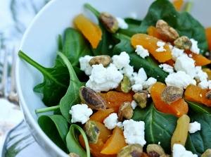 Salát s meruňkami a feta sýrem