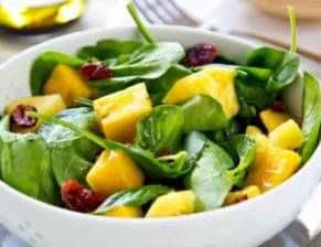 Polníčkový salát s mangem