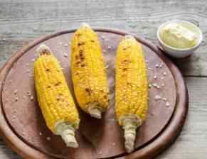 Grilovaná kukuřice se slaninou