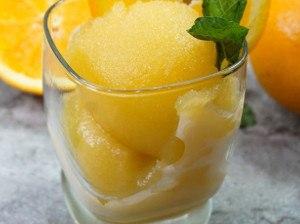 Opilý citrónový sorbet s mátou