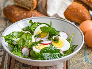 Salát s vejci a kapary