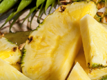 Krájení ananasu