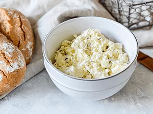 Česnekové máslo