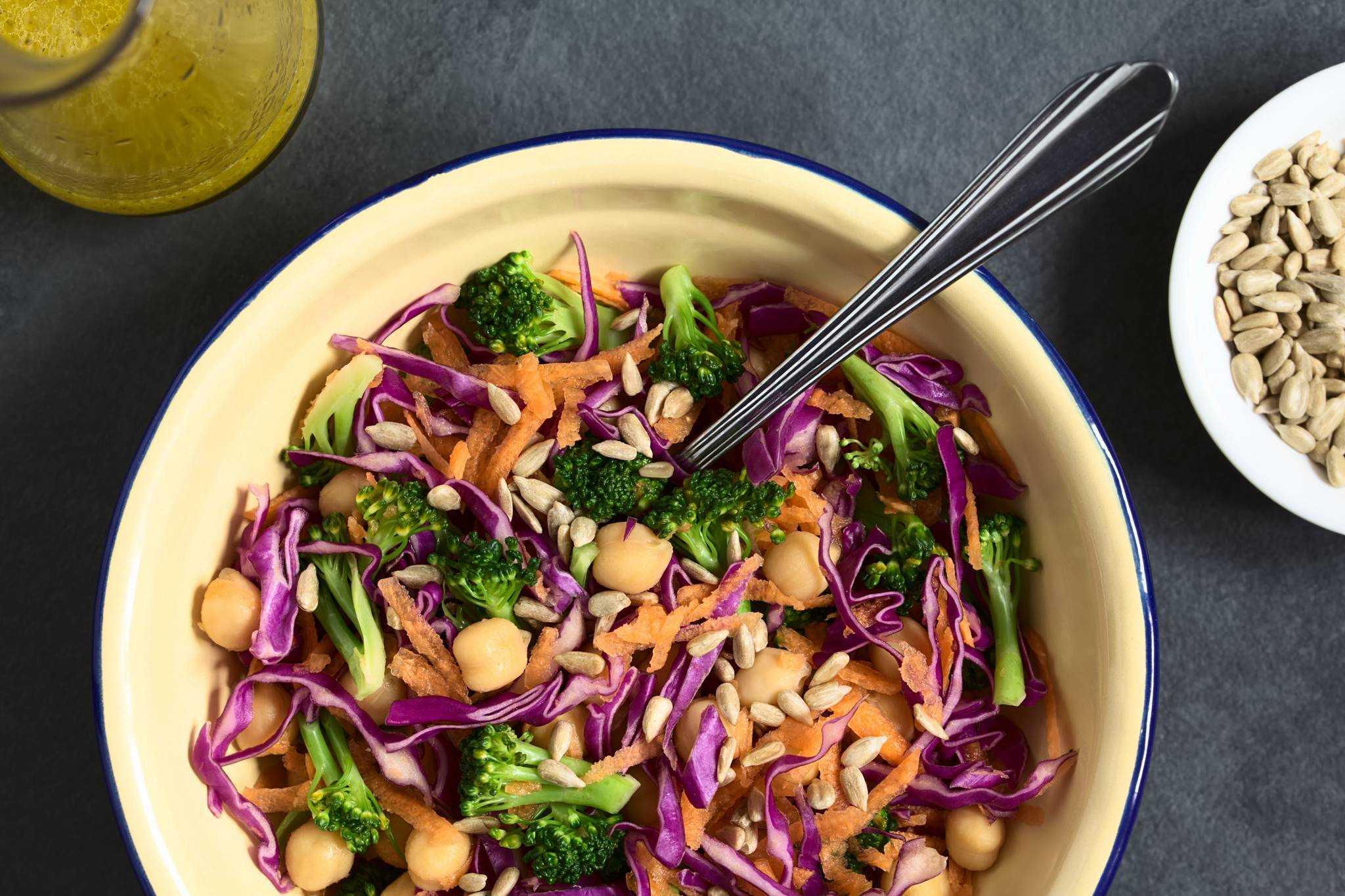 Rychlý zeleninový salát s cizrnou