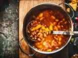 Polévka zčervené čočky se zeleninou