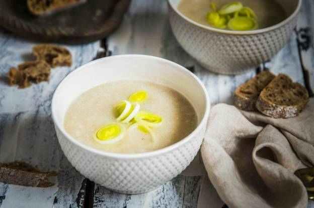 Bílá krémová chřestová polévka