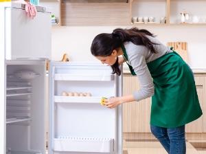 10 tipů, jak ušetřit v kuchyni díky úklidu ledničky a mrazáku