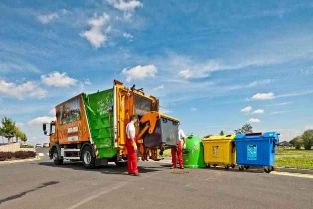cesta odpadu popelnice na skladku