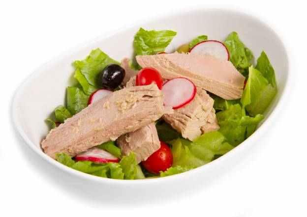 Svěží salát s celerem a tuňákem