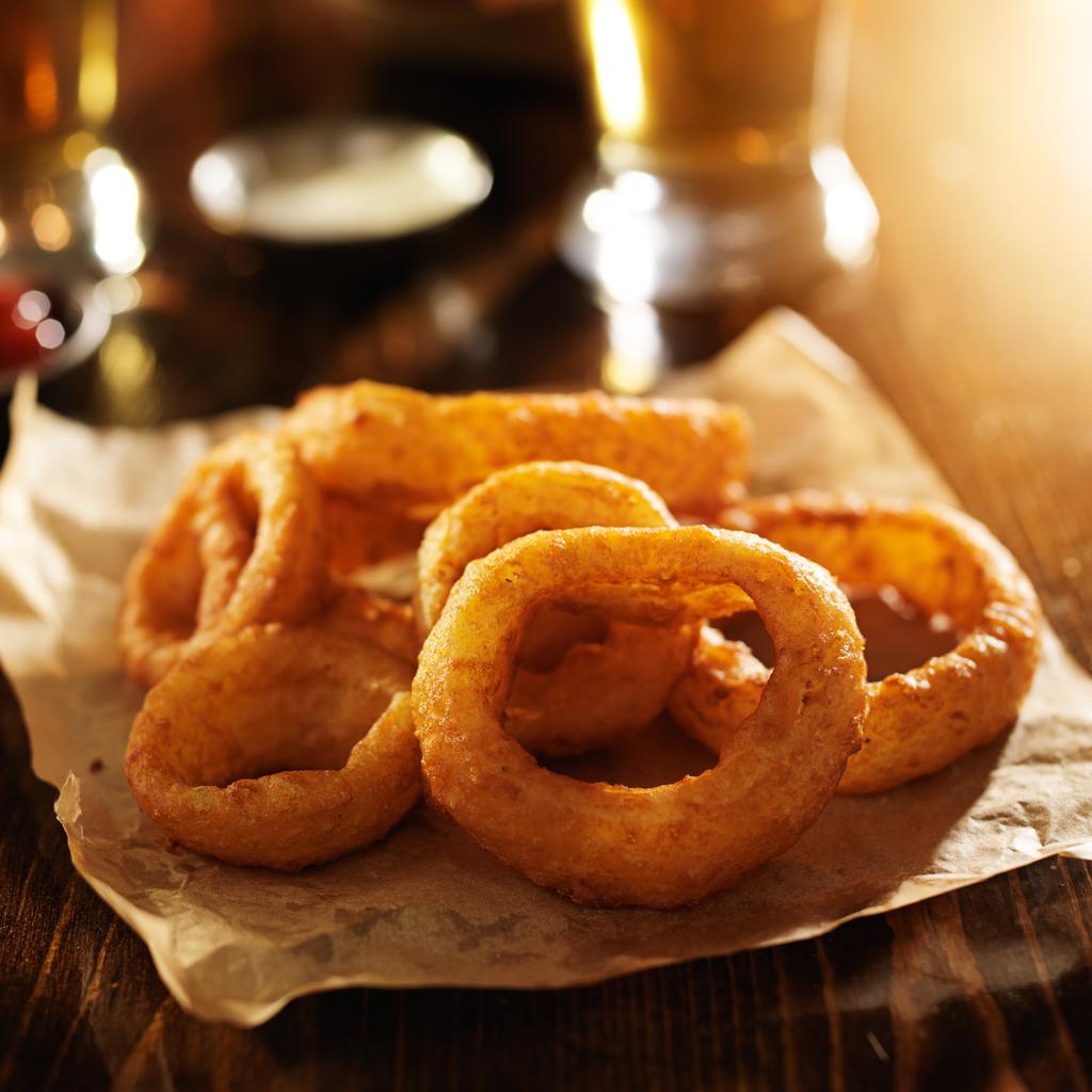 Smažené cibulové kroužky v pivním těstíčku