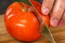 Tipy a triky: Jak rychle nakrájet rajčata a vykouzlit z nich výborné concassé?
