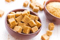 Trtinovy cukr versus hnedy cukr.